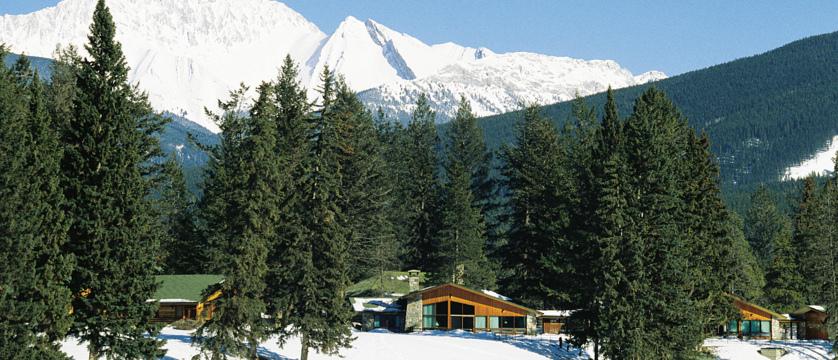 canada_jasper_fairmont-jasper-park-lodge_view.jpg